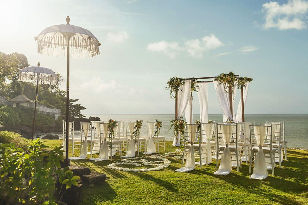Exclusive and Romantic Bali Wedding Sunset Ceremony